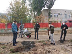 Депутат Ринат Аюпов помог благоустроить аллею на улице Валерии Барсовой