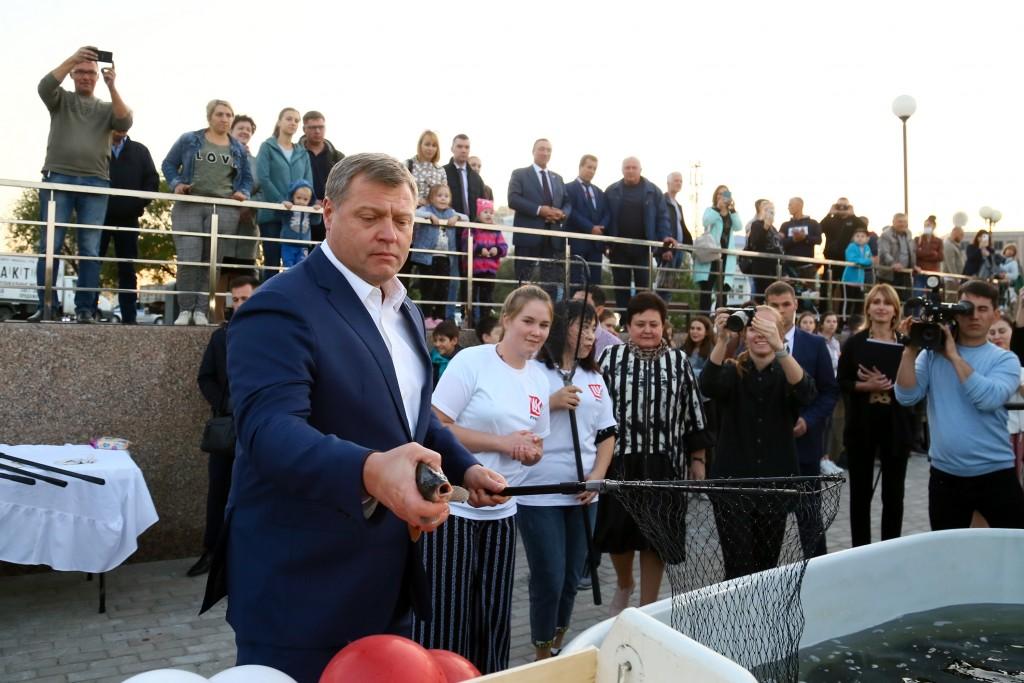 Игорь Бабушкин выпустил рыбок в обновленное Лебединое озеро