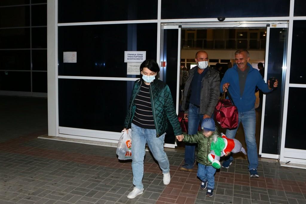 Маленького ребенка вернули в Астрахань из Сирии
