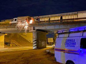 Городские службы устраняют последствия ЧП на Старом мосту