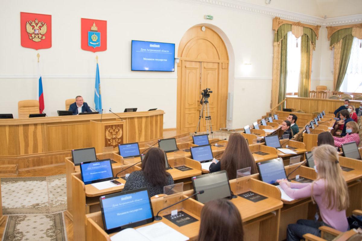 Игорь Мартынов встретился со студентами астраханского филиала МЮИ