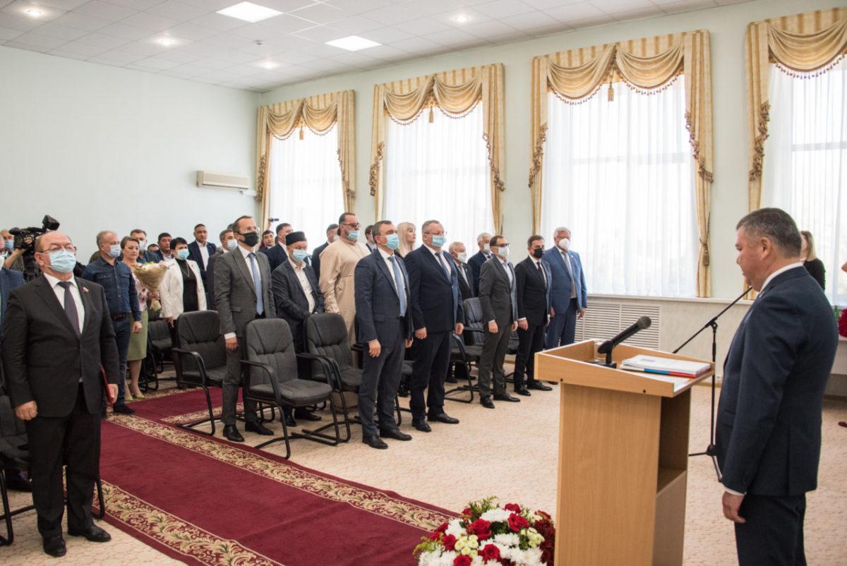 Игорь Мартынов поздравил главу Красноярского района с вступлением в должность