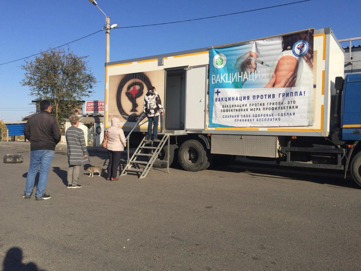 Мобильный прививочный пункт работает в микрорайоне Военный городок