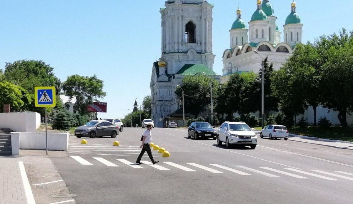 В центре Астрахани убрали пешеходный переход от Братского сада к кремлю