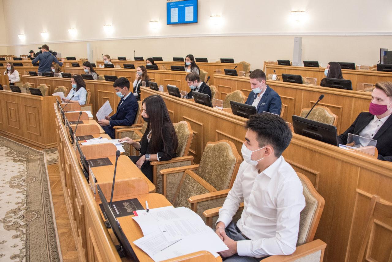 Будущие юристы встретились с председателем Думы Астраханской области