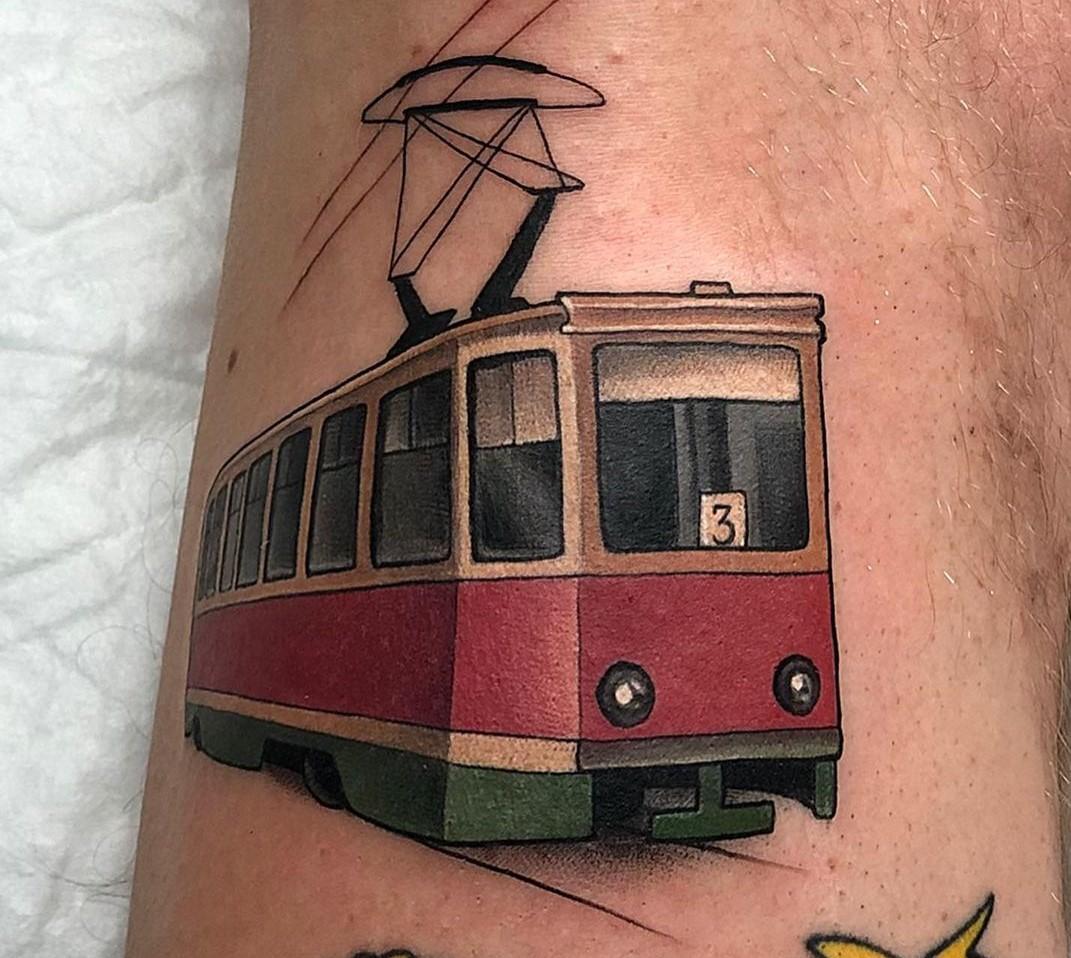 Астраханец набил себе татуировку в память о трамвае № 3