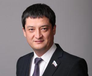 Депутат Ринат Аюпов поздравил астраханцев с Днем матери