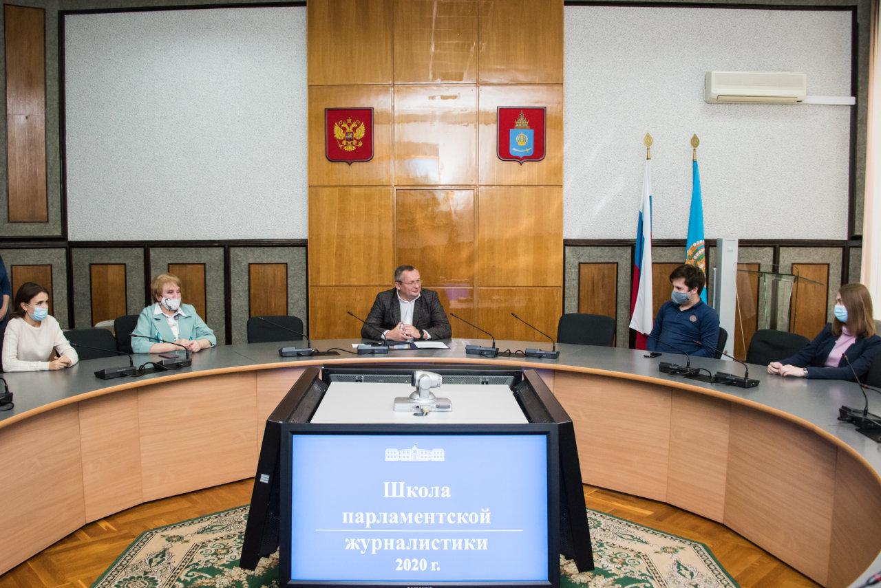 Игорь Мартынов вручил сертификаты выпускникам «Школы парламентской журналистики»