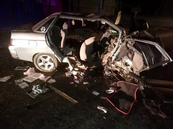 Водитель и пассажир скончались: страшная авария в Астраханской области