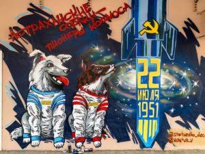 В центре Астрахани появились первые космические собаки Дезик и Цыган