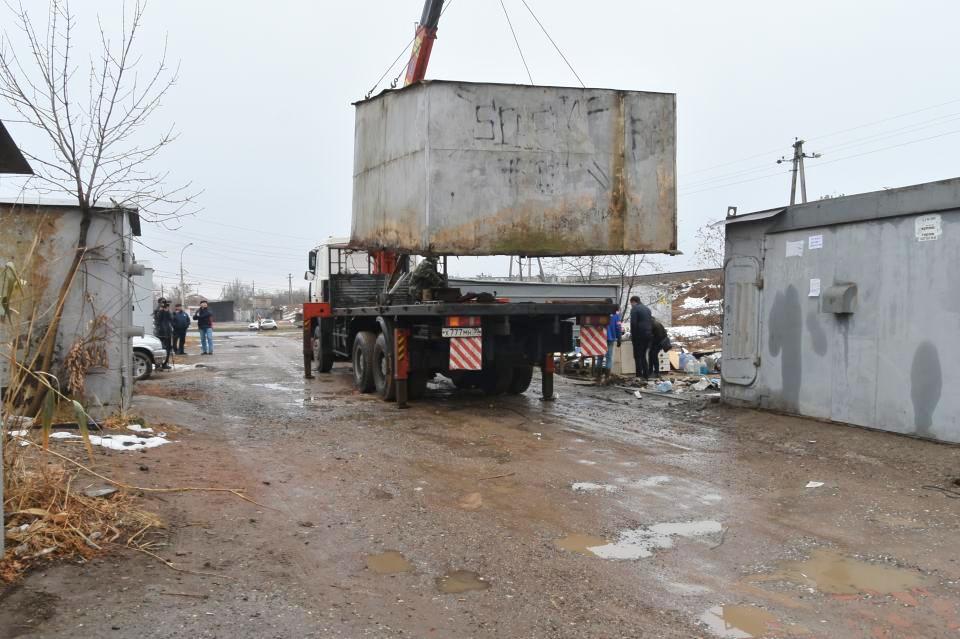 За год из Астрахани вывезли больше тысячи незаконных гаражей