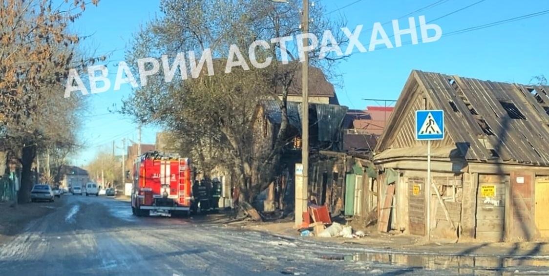 Утром в центре Астрахани полыхал пожар