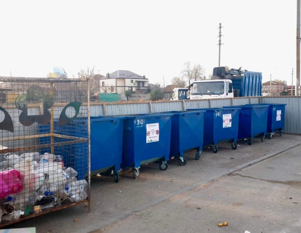 Регоператор ООО «ЭкоЦентр» помогает убирать несанкционированные свалки в Астрахани