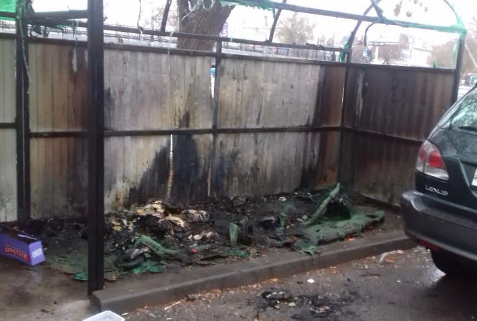 В Астрахани вновь сгорели мусорные контейнеры