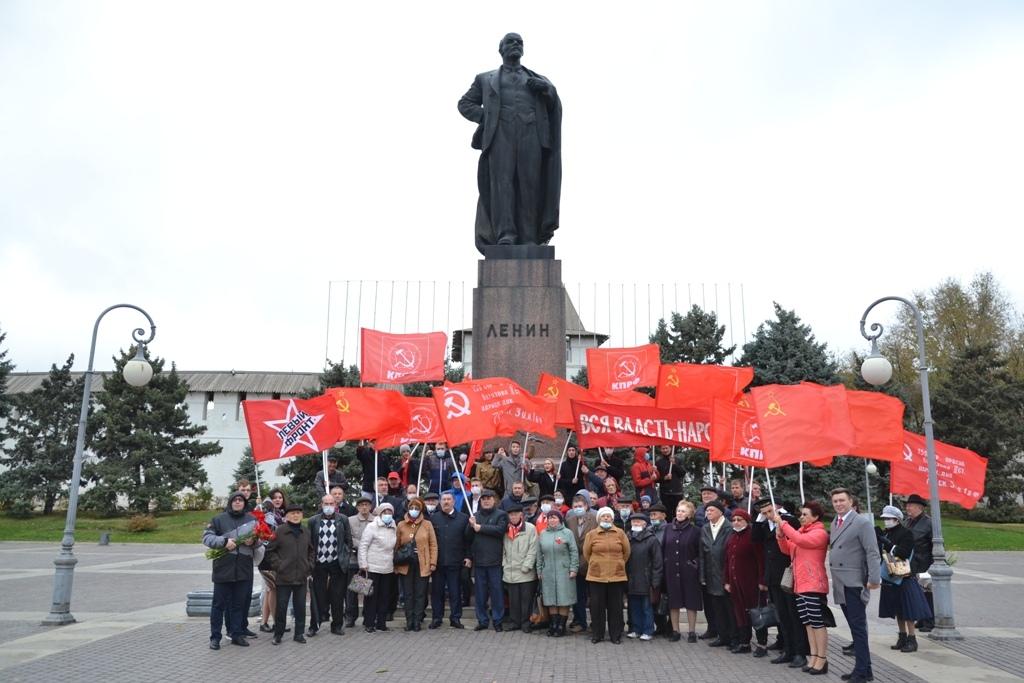 Астраханские коммунисты торжественно отметили 103-ю годовщину Великого Октября