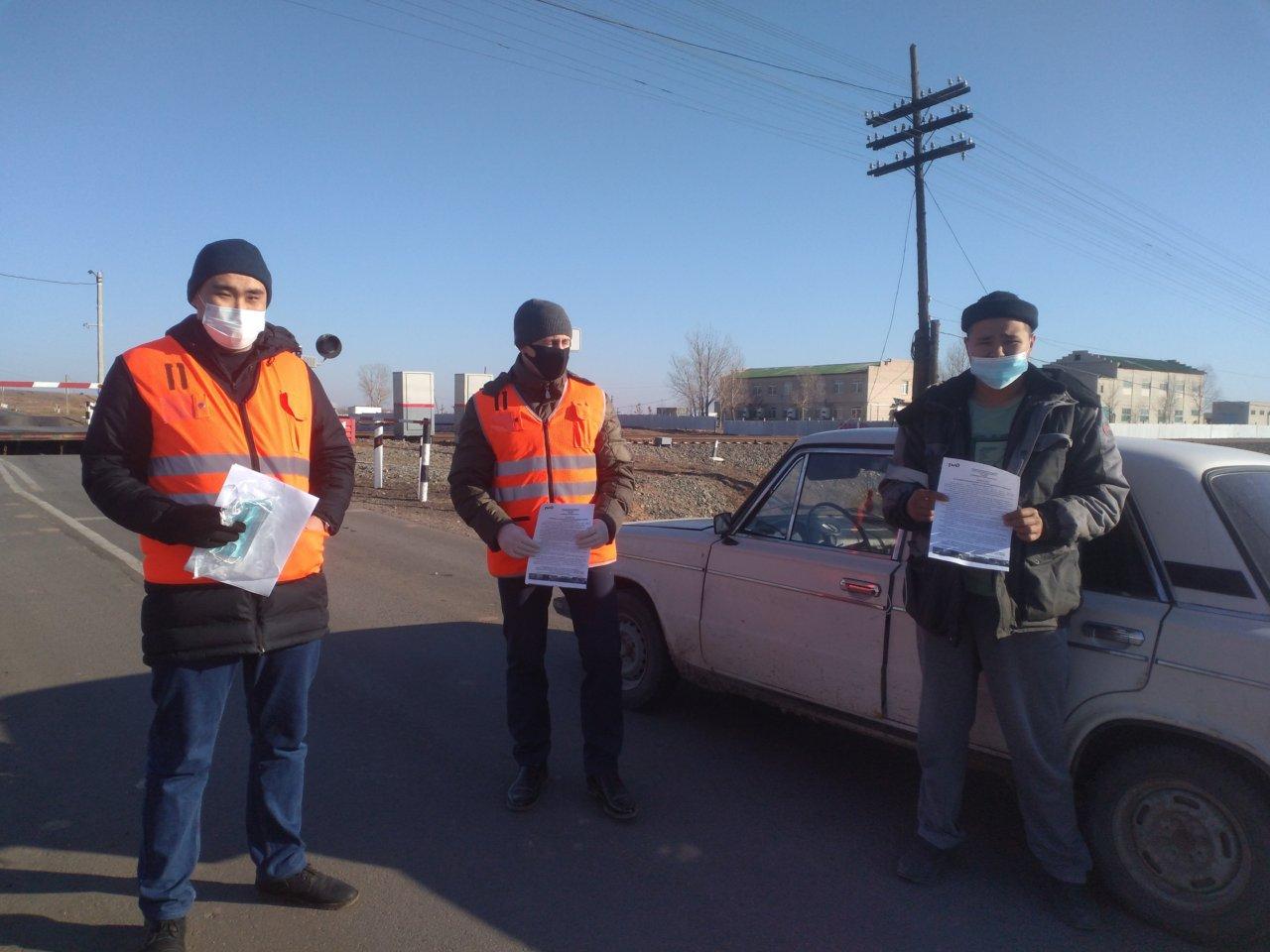 Астраханские железнодорожники напомнили водителям о правилах пересечения переездов