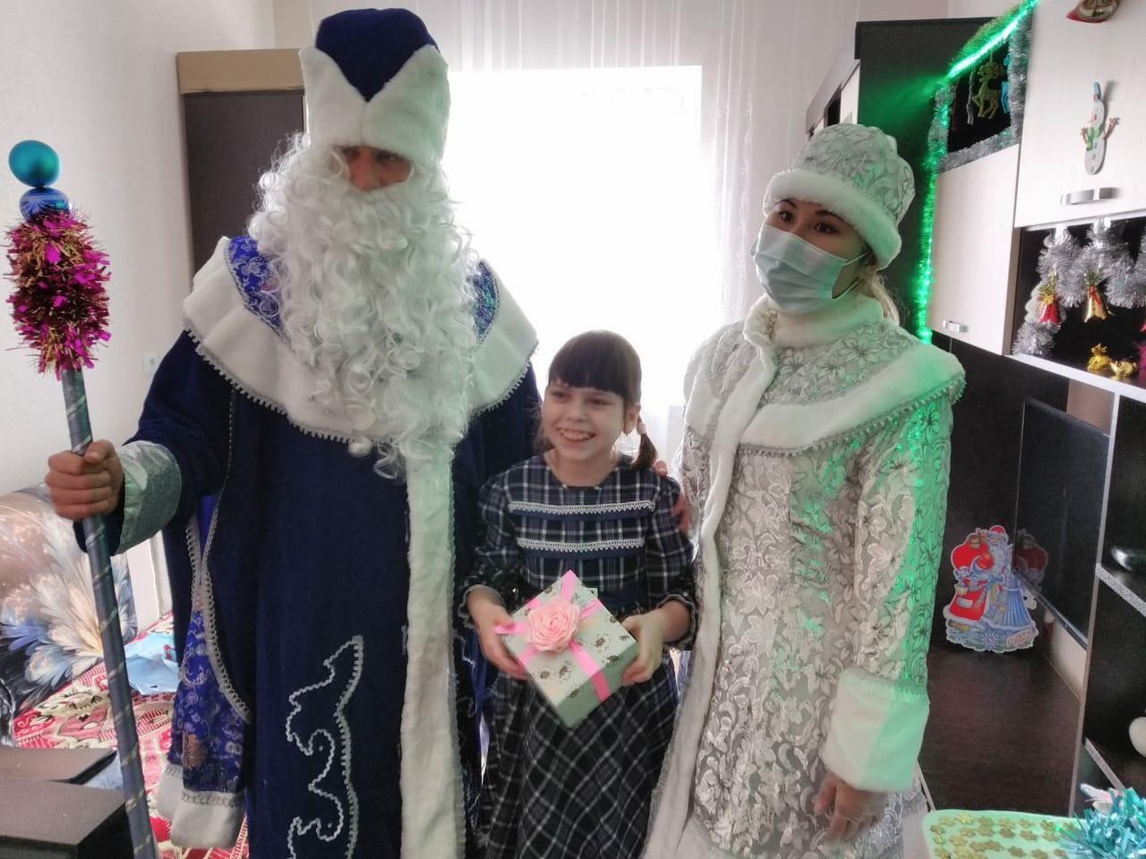 В преддверии Нового года астраханские железнодорожники проводят благотворительные акции для детей