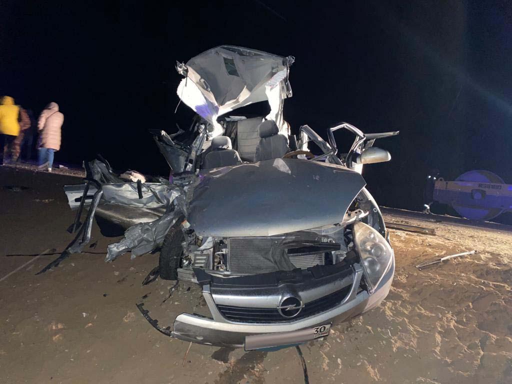 Обгон дорожного катка привел к смертельному ДТП возле Нариманова