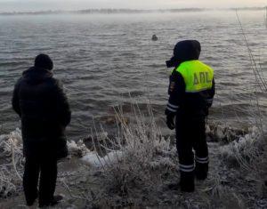 Астраханец поссорился с женой и в одежде полез в морозную Волгу
