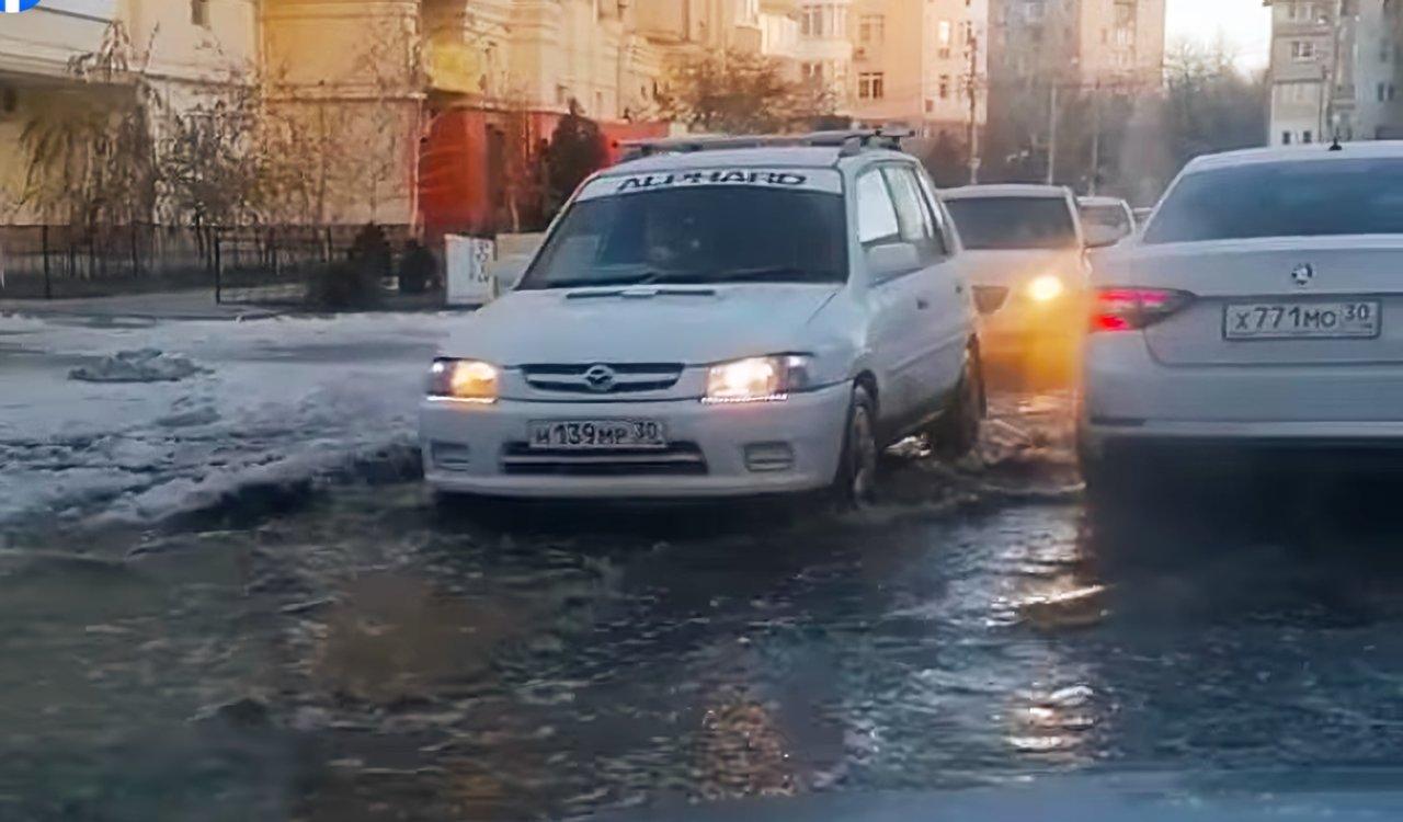 Астраханские улицы стало заливать по второму кругу