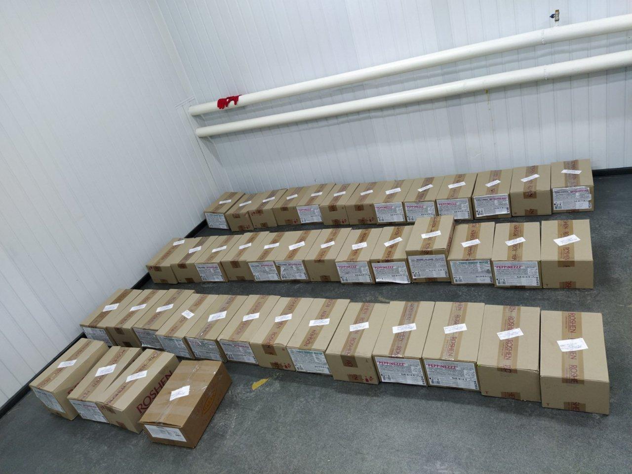 Астраханские таможенники нашли санкционные конфеты из Украины