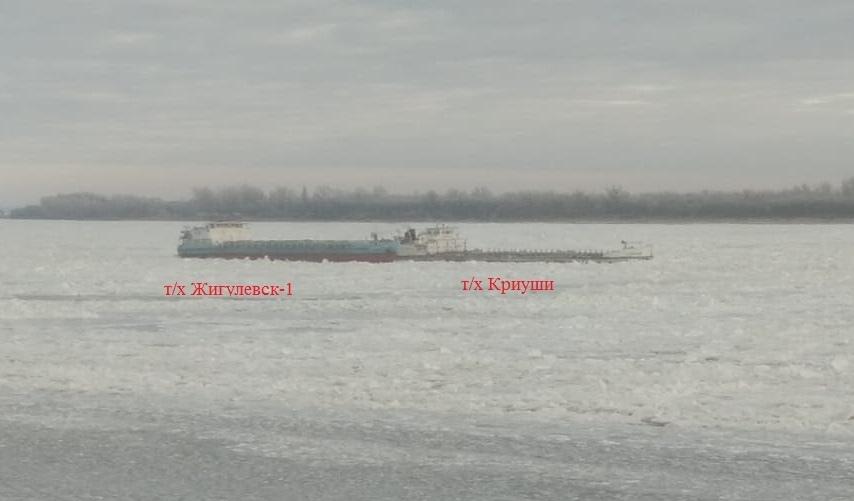 На Волге под Астраханью образовалась пробка из судов из-за льда