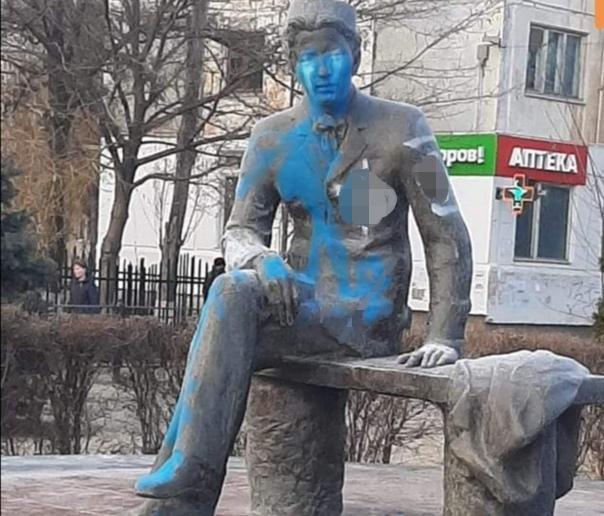 В Астрахани вандалы осквернили памятник поэта Габдуллы Тукая