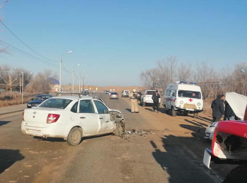 Пять человек пострадали в ДТП в Приволжском районе после «лоб в лоб»