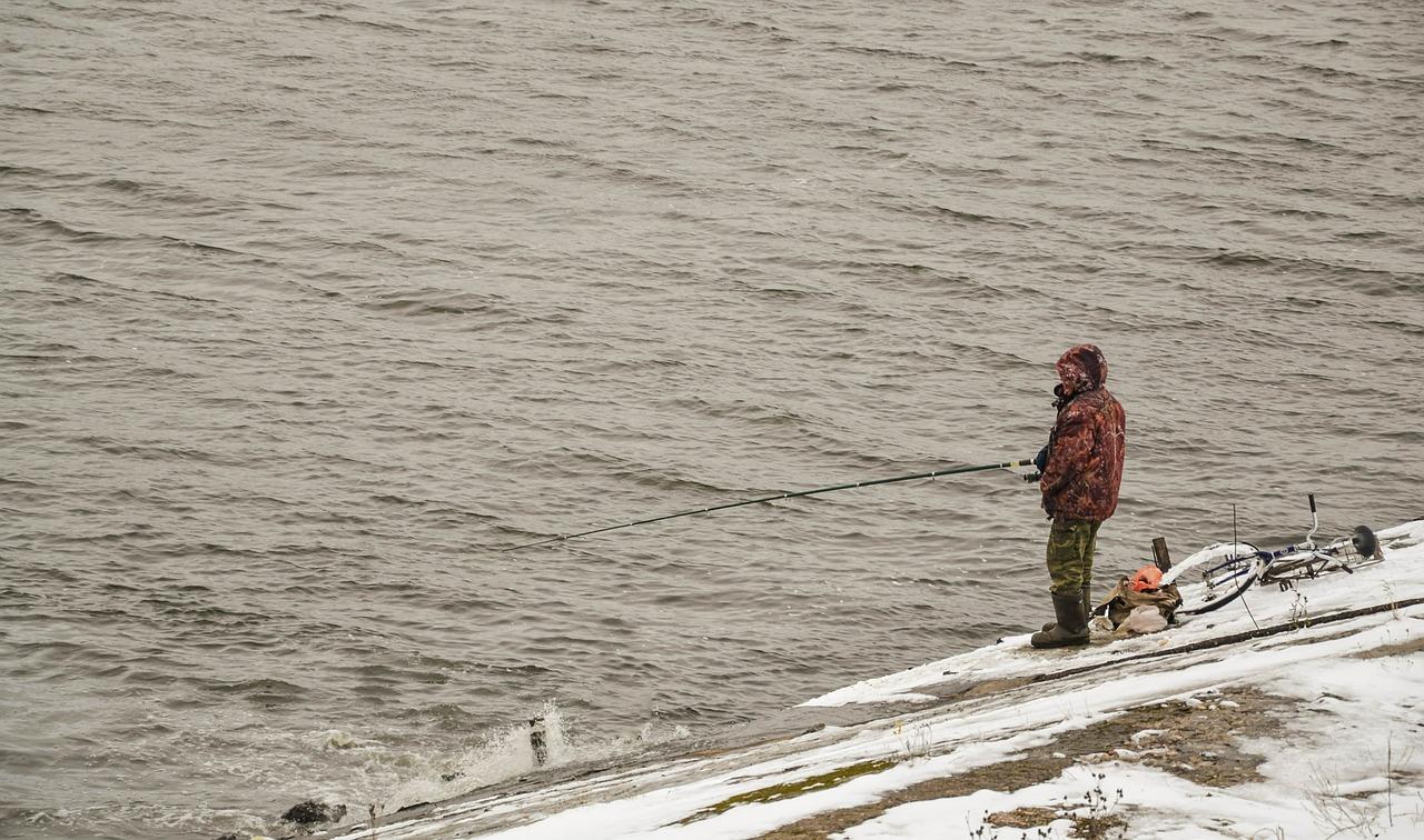 Астраханский рыбак рассказал, где сейчас клюет