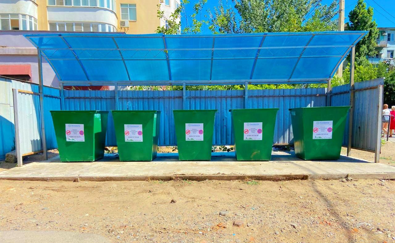 В Трусовском районе устанавливают новые контейнерные площадки