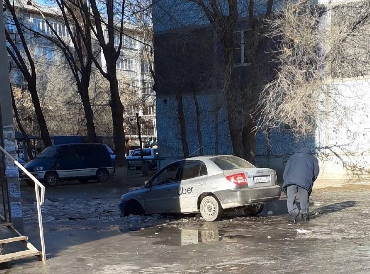 Астраханское такси застряло во льдах Зацаревья