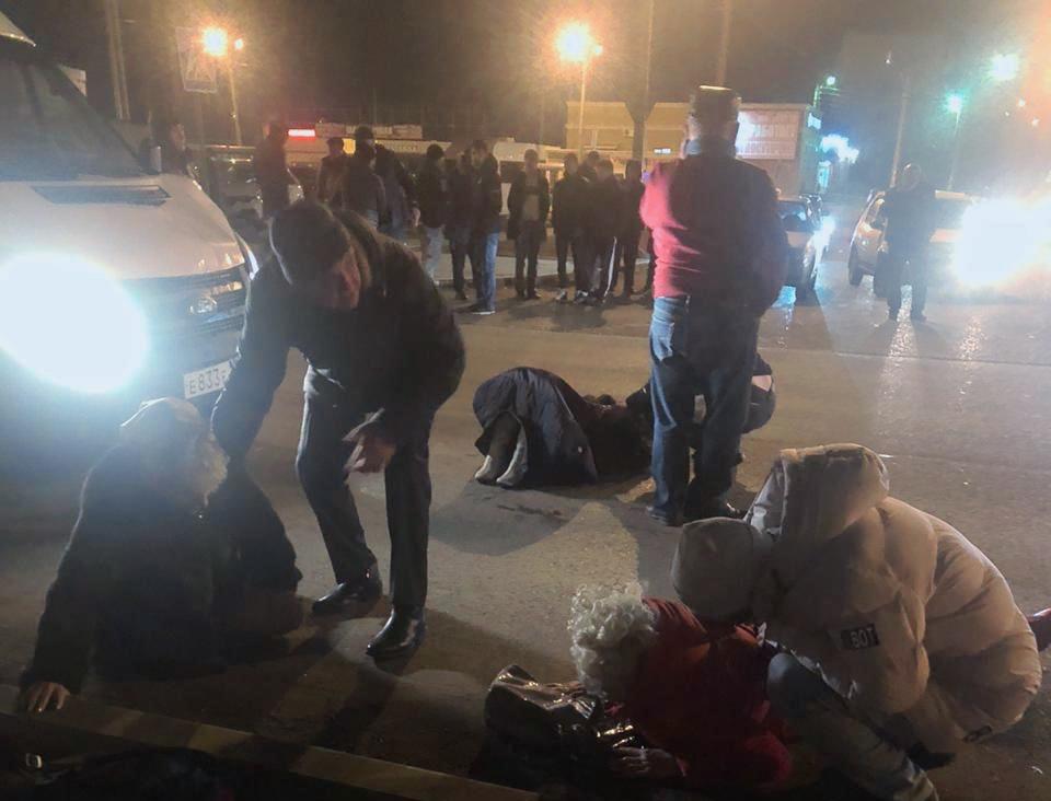 На окраине Астрахани водитель маршрутки сбил трех женщин на переходе