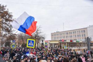 Как стороники Навального в Астрахани массово прогулялись до резиденции губернатора