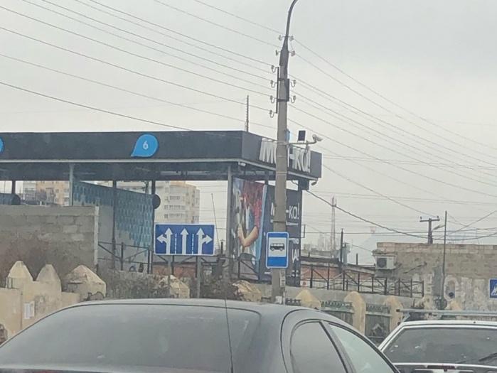 На улице Софьи Перовской установили новые знаки движения по полосам