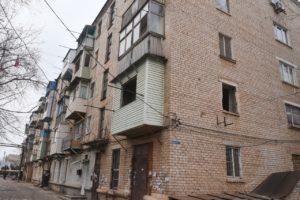 Администрация Астрахани расселяет жильцов из пятиэтажки с трещинами