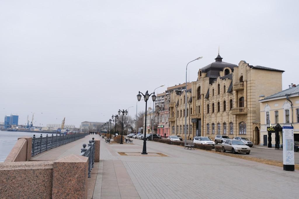 Пешеходную часть набережной расширят за счет улицы Максима Горького
