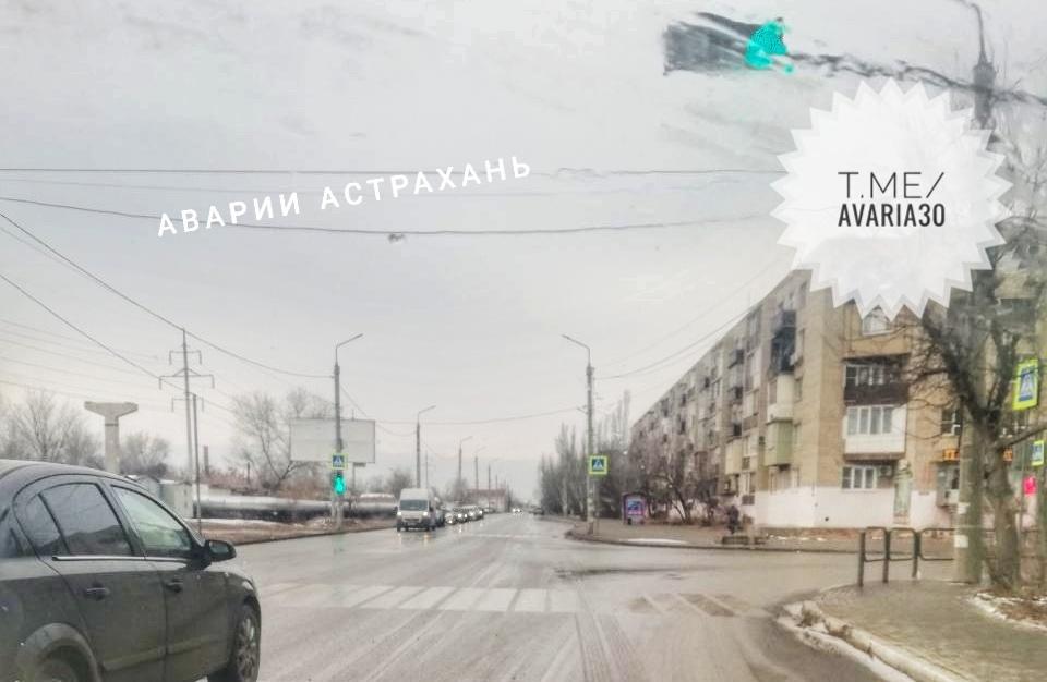 На перекрестке Звездной и проезда Воробьева заработал светофор