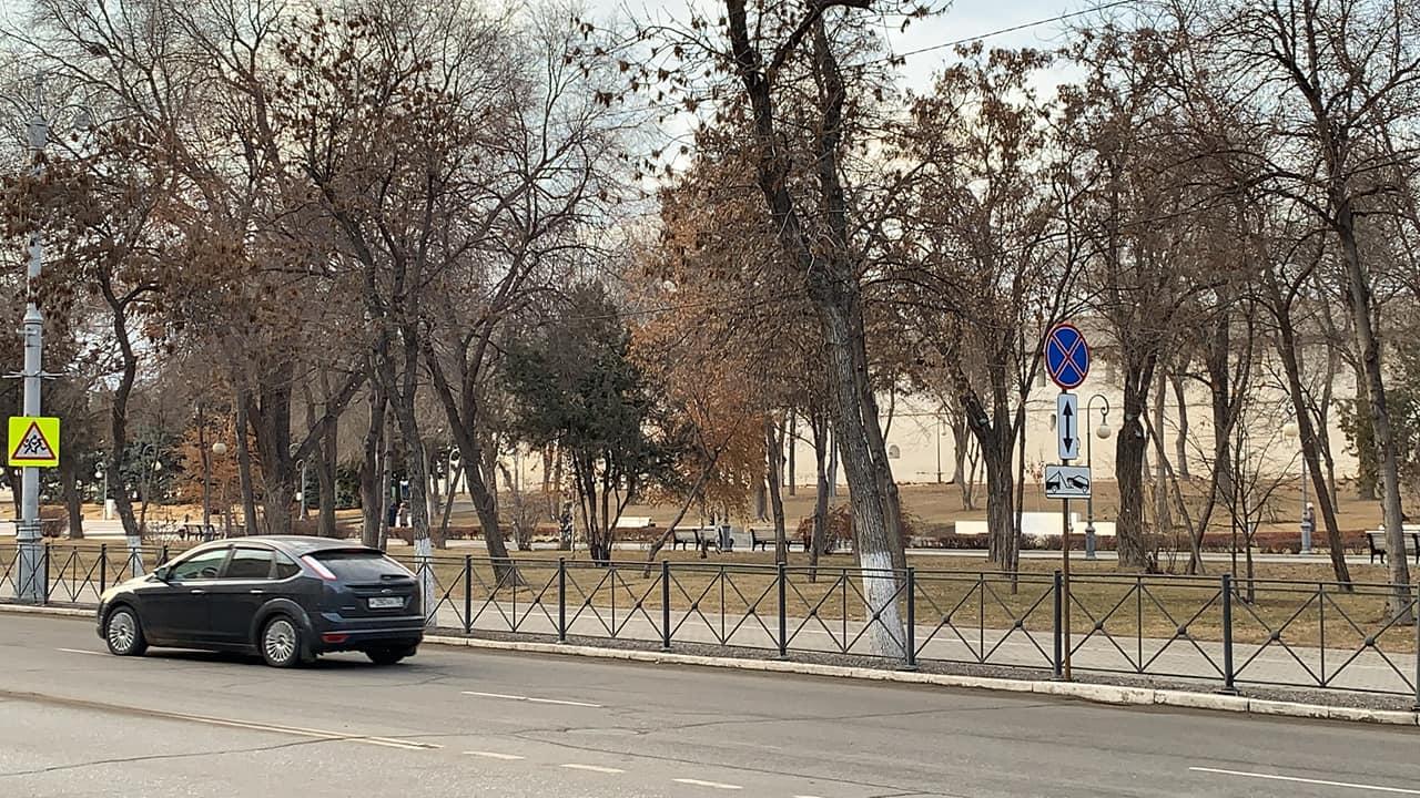 На площади Ленина неожиданно запретили остановку автомобилей