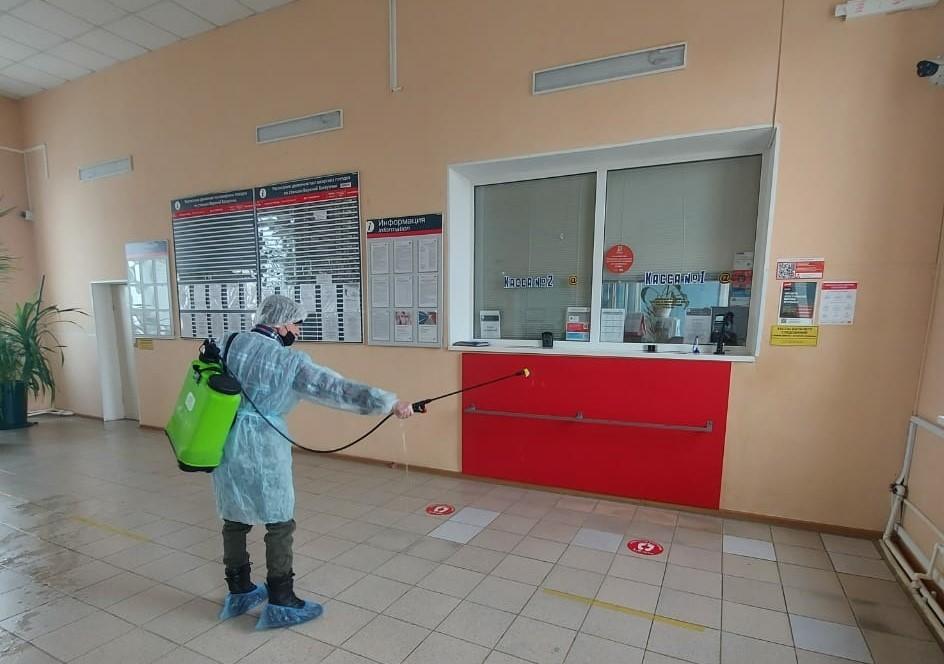 Комплексная дезинфекционная обработка проведена на железнодорожном вокзале Верхнего Баскунчака