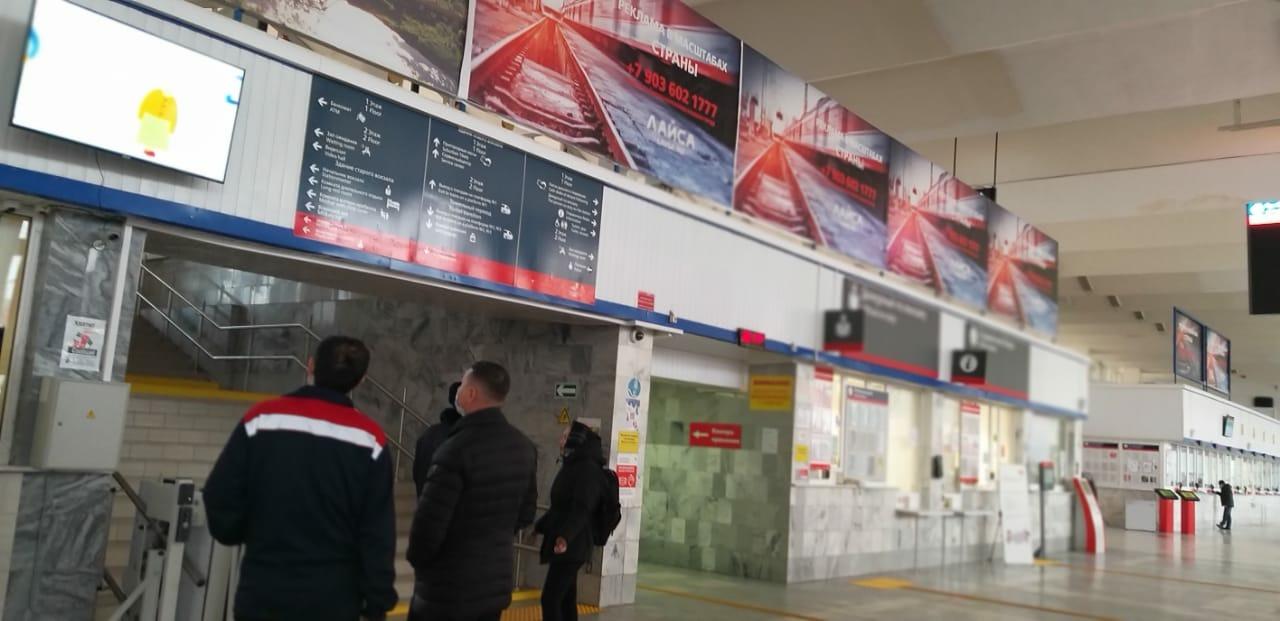 Плакаты с QR-кодами, новый экран и тематические видеоролики: на железнодорожном вокзале Астрахани усилена профилактика противоправной деятельности