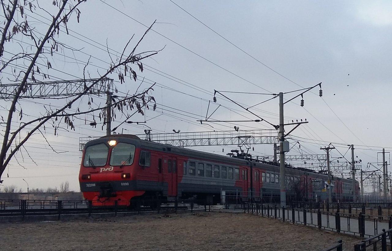 Пассажиров пригородных поездов в Астрахани поздравят с Днем защитника Отечества 23 февраля