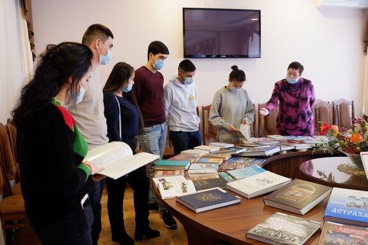 Иностранным студентам рассказали об Астрахани