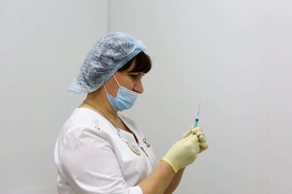 В Астрахани 81-летний блокадник поставил вторую прививку от ковида