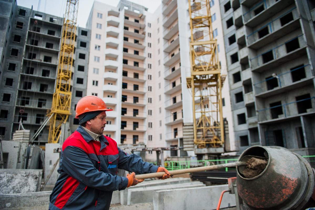 Дом для расселения ветхого фонда в Астрахани достроят к осени этого года