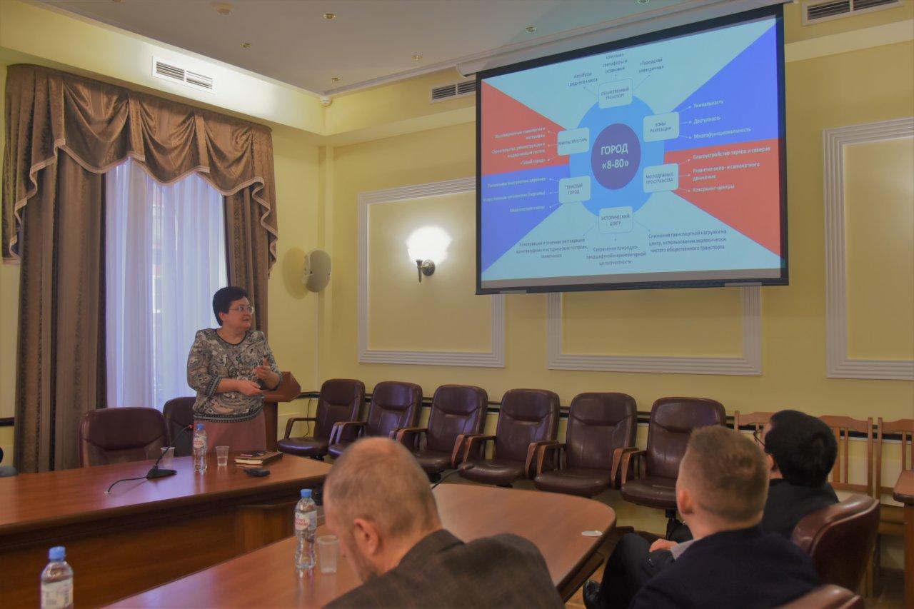 Мария Пермякова обсудила с депутатами будущее Астрахани