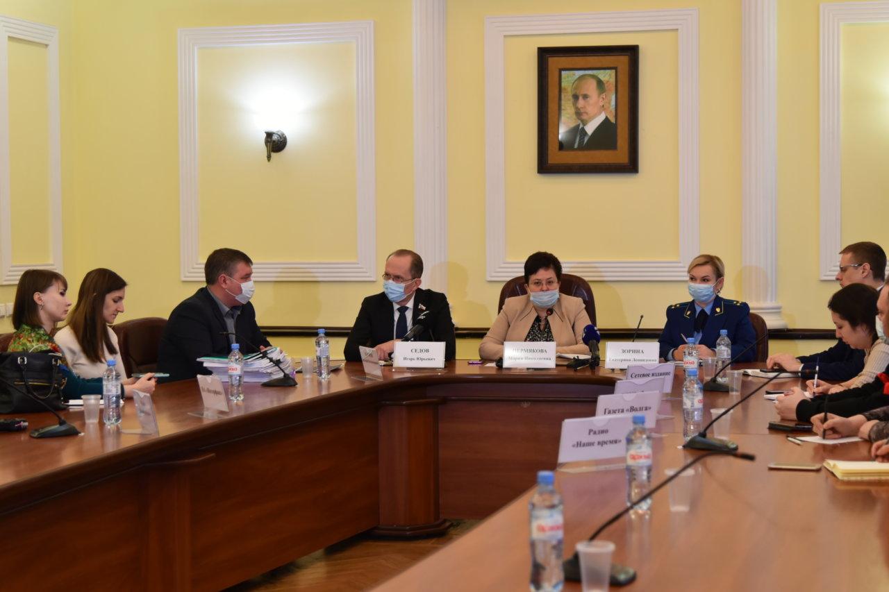 В администрации Астрахани провели брифинг по аварийному жилью