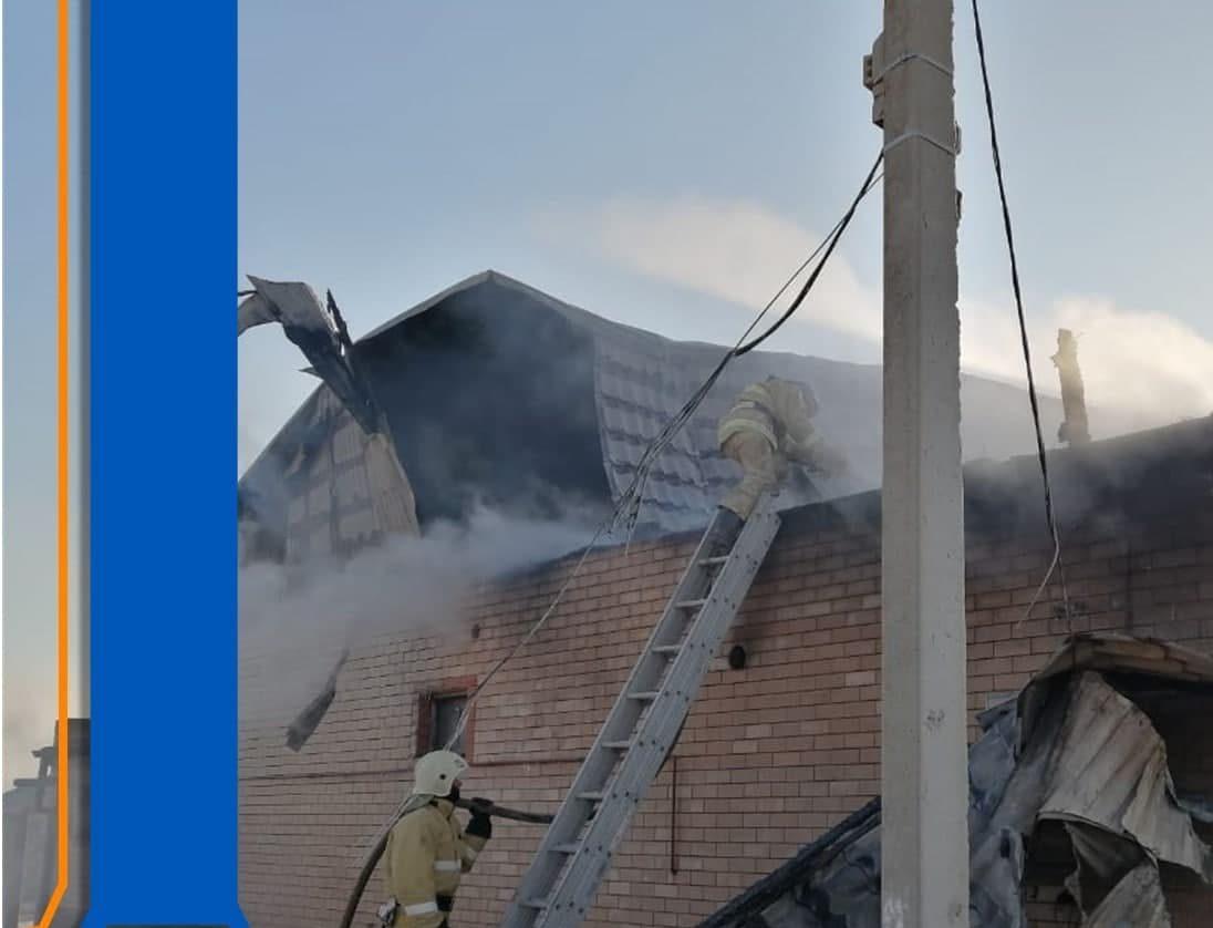 В Астраханской области произошел крупный пожар в жилом доме