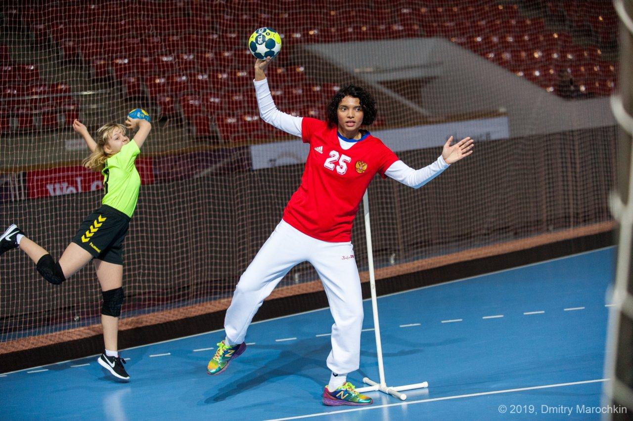 Заниматься спортивной подготовкой «Астраханочки» будет известная гандболистка
