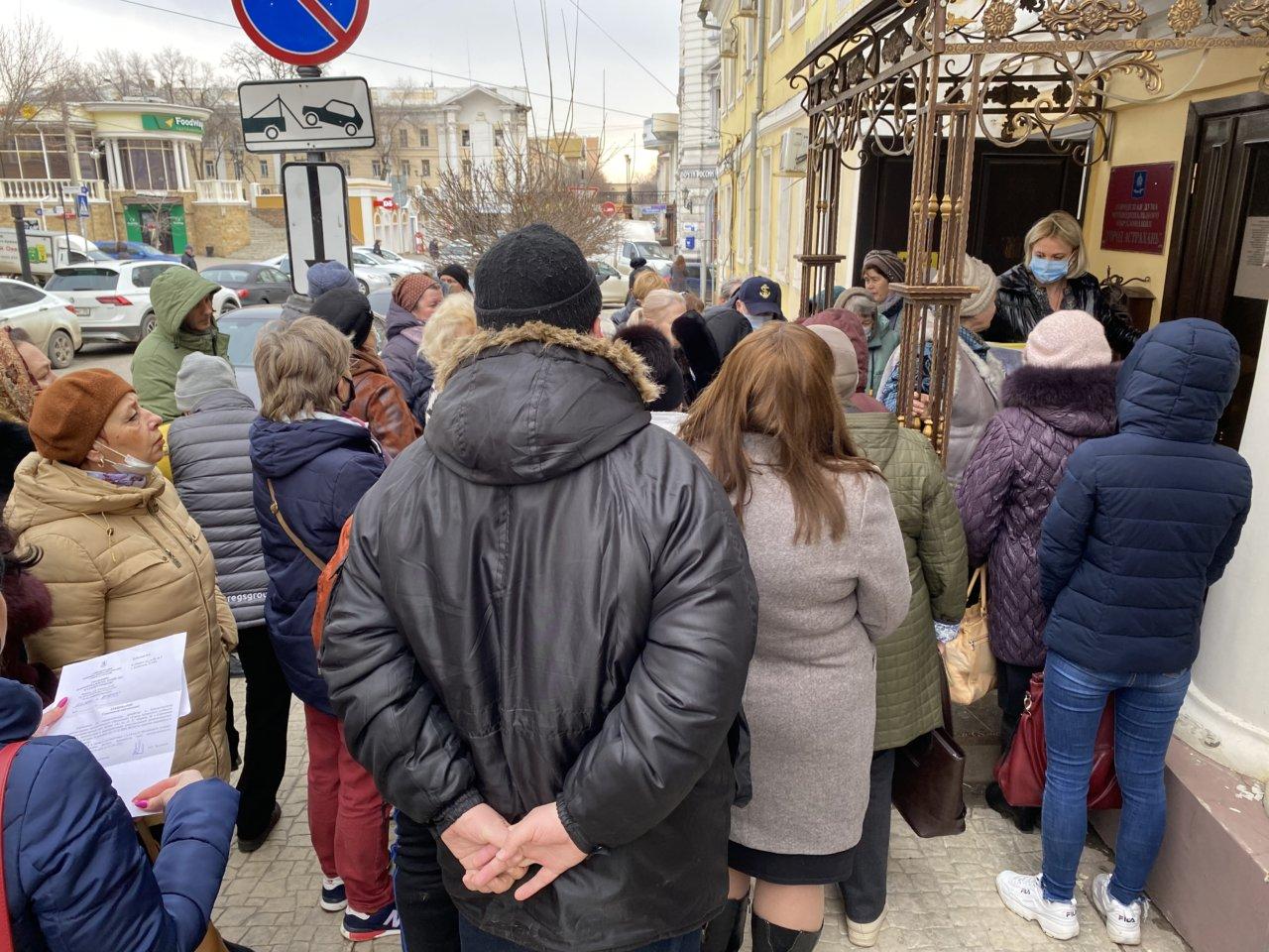 Астраханцы требуют выдать им акты первичных осмотров домов