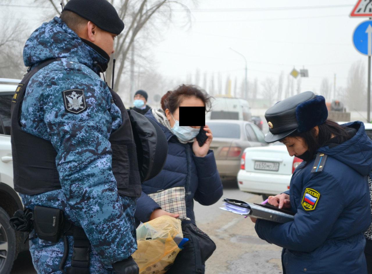 Судебные приставы и налоговики снова ловили должников в Астрахани